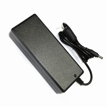 150W 30V 5A univerzális AC DC laptop adapter