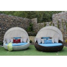 Chaise longue en poly rotin avec canopée pour jardin extérieur