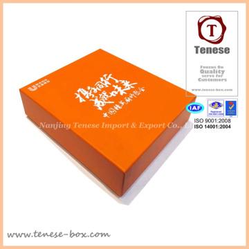 Костюмная подарочная упаковка для бумаги