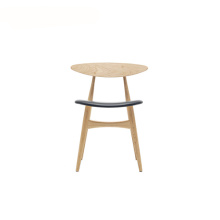 Ch33 Dining Stacking Chair med stoppad sittplats