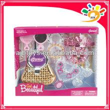 Las muchachas hermosas plásticas fingen el juguete del juego, belleza del partido componen el juguete