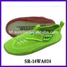 Zapatos impermeables de las mujeres agua de la playa zapatos que caminan zapatos del agua