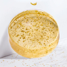 Jabón de hierbas esencial hecho a mano en oro de 24 quilates