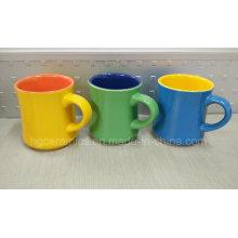 Caneca cerâmica de dois tons, caneca cerâmica da forma nova. Caneca de café
