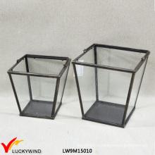 Малый старинный металл и прозрачный стеклянный фонарь