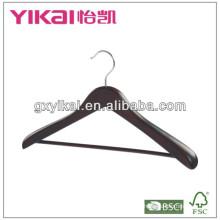 Классические вешалки из древнего дерева с широкими плечами и круглой полосой