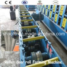 Machine à former des rouleaux pour volet roulant