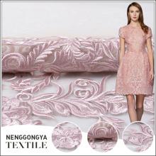 Hecho en tela al por mayor del bordado de la flor del color de rosa al por mayor de China