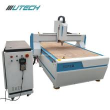 CNC-Fräsermaschine mit automatisch wechselnden Werkzeugen