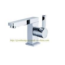 Badezimmer-Reihen-Hähne mit Küche-Bad-Bassin und Dusche
