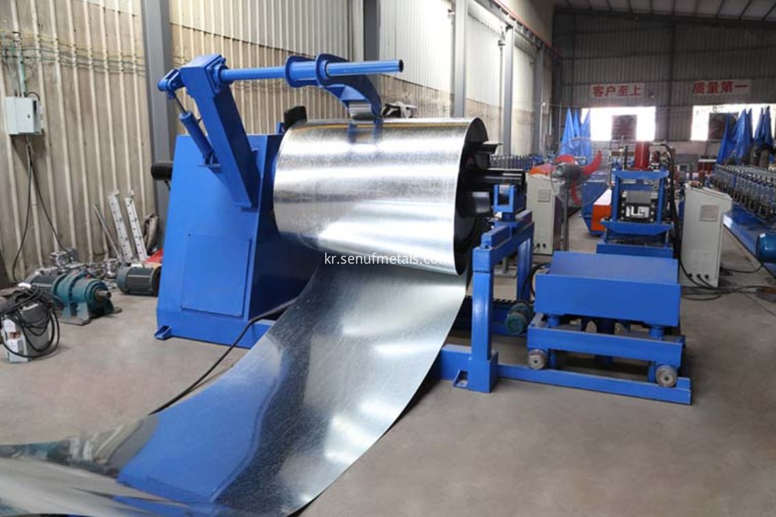 Corrugated roofing machine decoiler