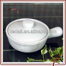 Ensemble de cuisine en céramique blanche avec couvercle