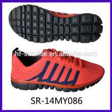 Mosca que hace punto los zapatos de los deportes de la tela que calzan los zapatos hechos punto manera que hace punto los nuevos zapatos del funcionamiento de los hombres del knit del diseño