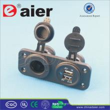 O painel de Daier montou o micro porto do carregador 2 do carro de USB e o soquete da CC do carro 12V