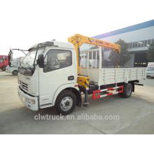 Mini camión de Dongfeng con la grúa, 4x2 camión de la grúa para la venta