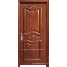 Luxuosa porta esculpida