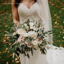 Vestido de flor de tafetá com alças finas em linha A na altura do joelho