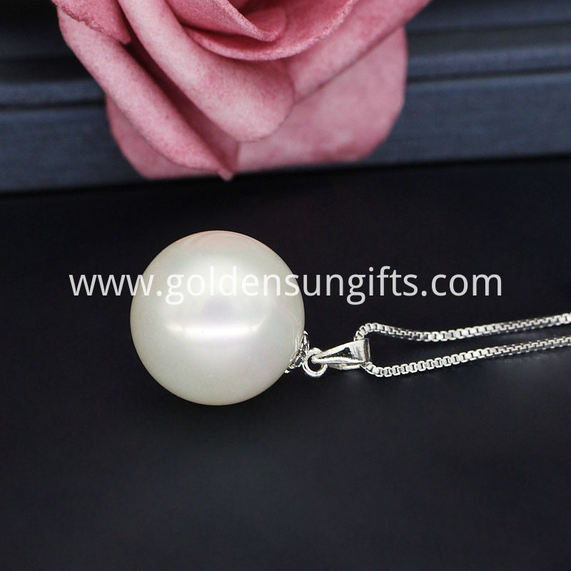 White Shell Pearl Pendant
