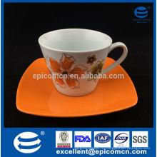 Столовые чашки с блюдцами в цветной коробке