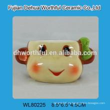 Taza de cerámica de diseño nuevo en forma de mono inteligente sin mango