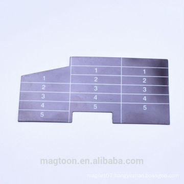gloss varnished trapezoid shape flexible rubber magnets