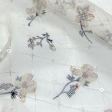 Benutzerdefinierte Farbe 100% Nylon Blumendruck diamantkariert gestrickter kleiner Pailletten-Mesh-Stoff