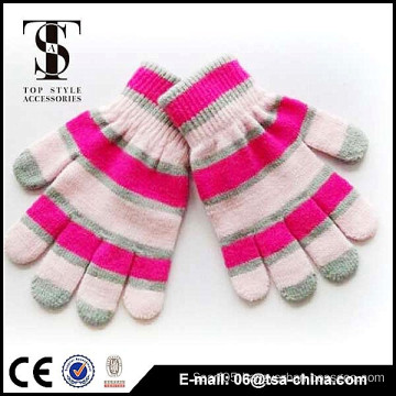 The fashionable designs of warm winter gloves