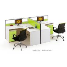 Station de travail verte et blanche de bureau de forme de T pour 2 personnes ou plus