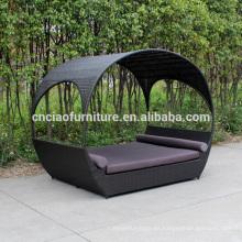 Nuevo diseño al aire libre de mimbre Sun Tumbona con toldo y cojín