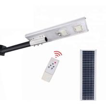 Светодиодный уличный фонарь на солнечных батареях оснащен солнечной панелью.