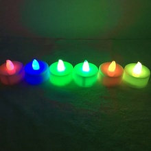 Vela led tealight con luz de color parpadeante