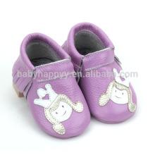 Los mocasines infantiles violetas vendedores calientes calzan los zapatos de bebé lindos de la lona