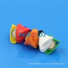 colorful magneti triangle magnetized hooks plastic