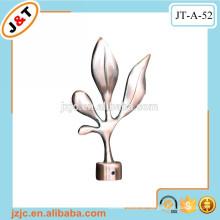 Installieren Sie Duschvorhang Stange Set mit dekorativen Metall Blume Finials