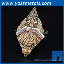 Revestimento de ouro triângulo de 35mm nítido Botão de lapela de logotipo personalizado