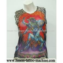 Camiseta y manga del tatuaje