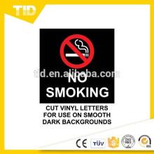 Não fumar no veículo, rótulo reflexivo, chão preto