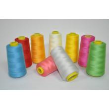 Nähgarn aus 100% Polyester, in den Farben erhältlich