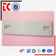 China famoso aluminio piezas de fundición / adc12 pieza de fundición de aluminio / placa de equipo pintado de blanco