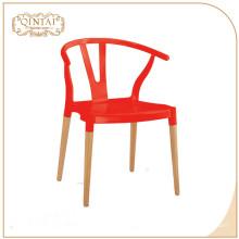 Venta al por mayor barato estilo escandinavo patas de madera de estilo nórdico cafetería silla de descanso