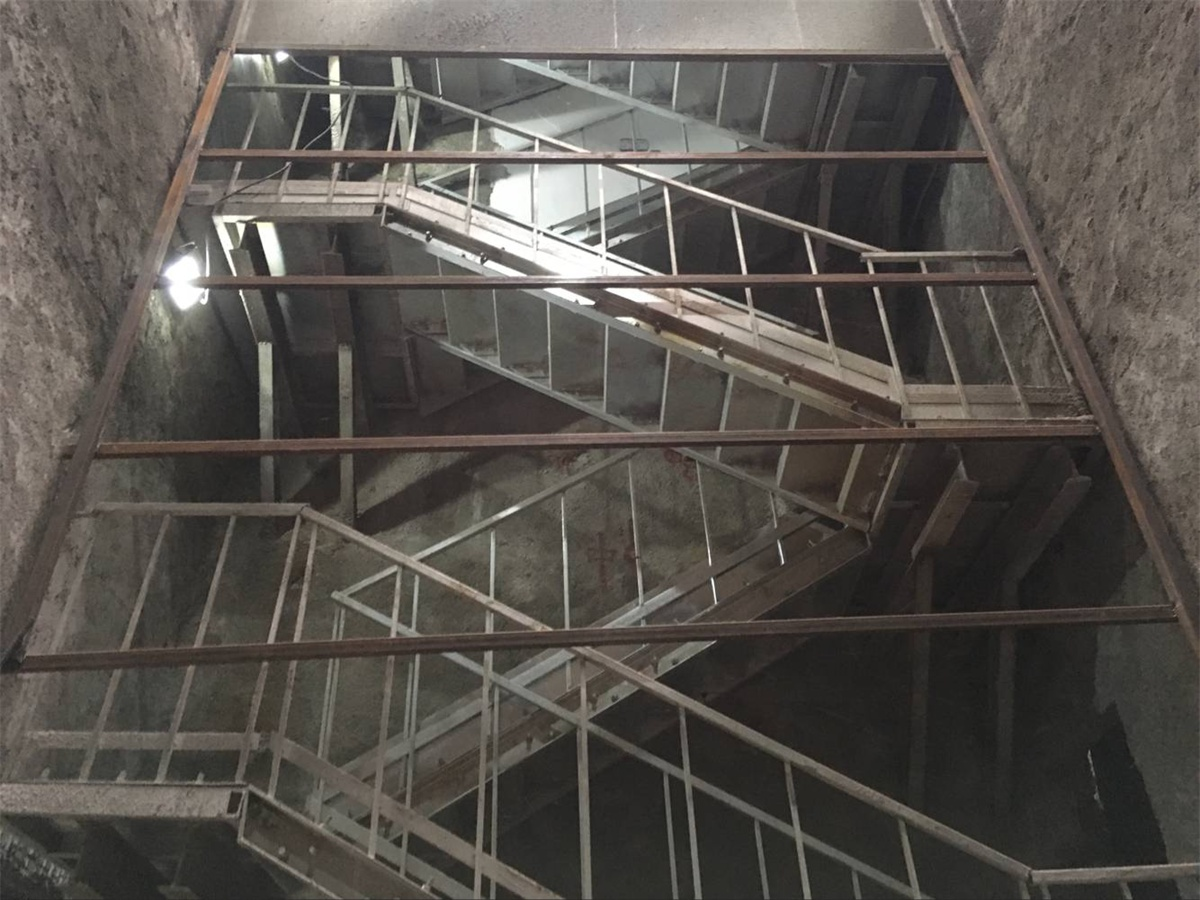 Shaft Stairs