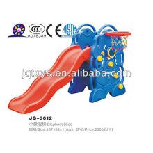 Los niños de plástico de oso de interior de diapositivas