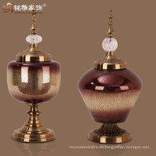Moderne dekorative Glasvase mit Metallständer