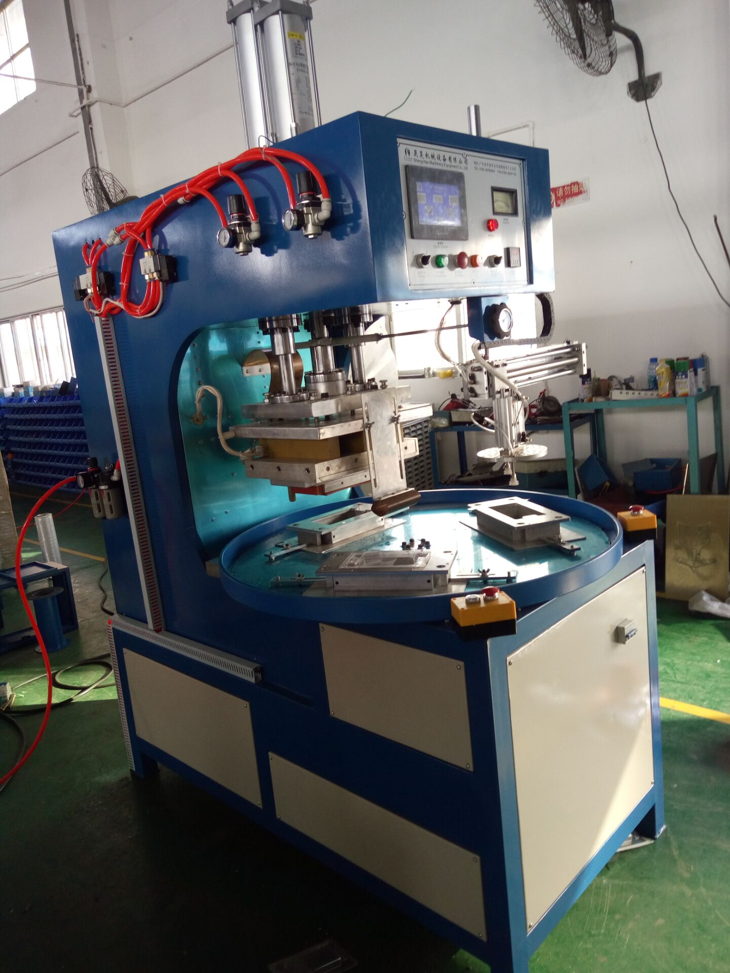 Three working stations high frequency welding machine
