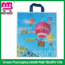 El material biodegradable recicló las bolsas de plástico compradas de encargo baratas para el empaquetado del regalo