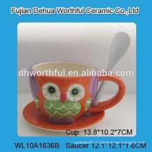 Copo de café e pires cerâmicos de design fabuloso com pintura de coruja