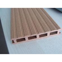 Máquina de fabricación de perfiles compuestos de madera y plástico