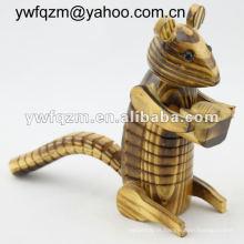 escultura em madeira artesanato esquilo