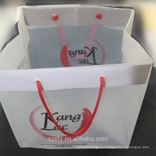 Пластмассовый пакет с ручкой и логотипом