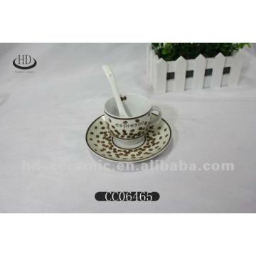 Tasse à décalque avec porcelaine en soucoupe
